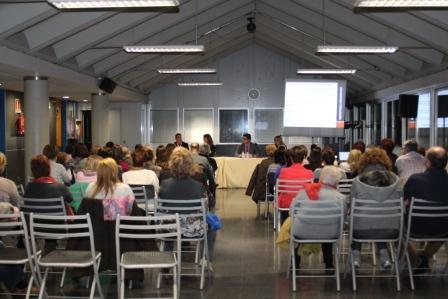 En la imagen, el Alcalde de Massamagrell, Miguel Bailach, y la Directora de la Mujer de la GV, Laura Chorro,  presentaron ayer tarde el I Plan Municipal de Igualdad de Oportunidades entre mujeres y hombres 2013-2017 de Massamagrell.