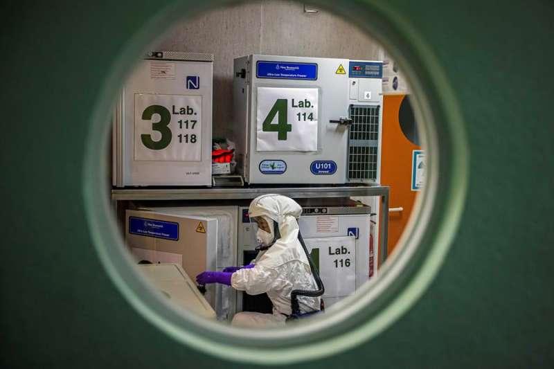 Investigadores coronavirus. EFE