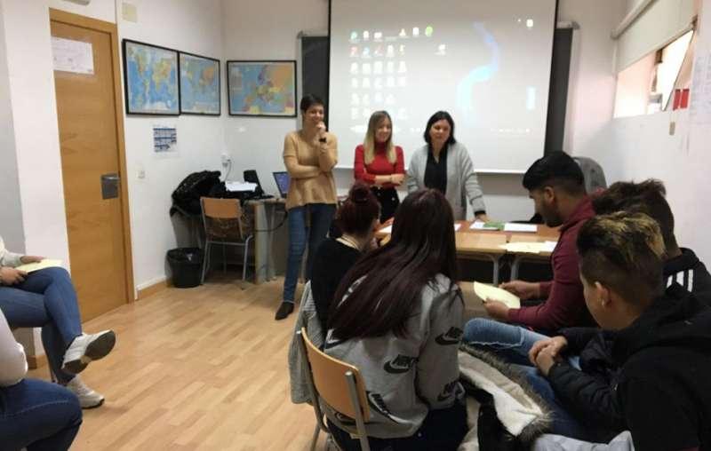 Psicólogas y alumnos
