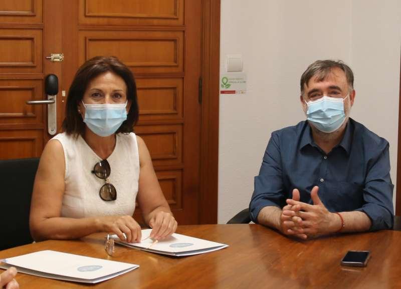 Presidenta de Tyrius, Vicenta Alcàcer, i alcalde de la localitat, Andreu Salom./EPDA