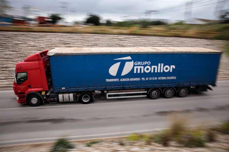 Imagen de archivo de un camionero. EFE/Biel Aliño/Archivo
