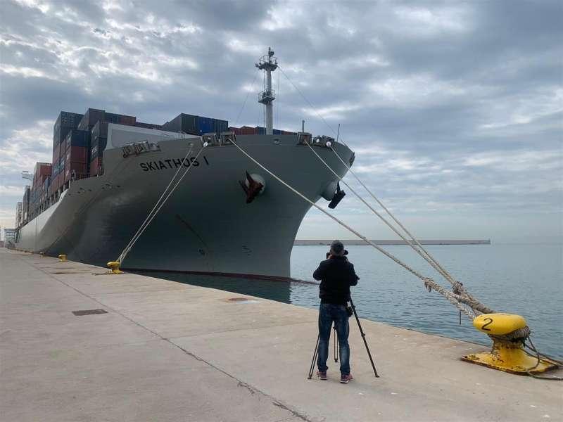 Imagen del buque confinado en el puerto de València donde se han confirmado 7 casos de covid de la cepa india. EFE/Archivo
