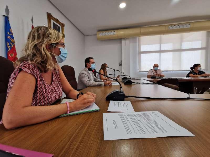 Reunión alcalde, regidores de Sanidad y colegios de Xirivella./ EPDA