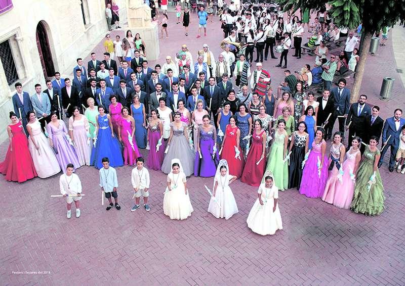 Clavarios y clavariesas de Alfara del Patriarca en la celebración de los actos festivos. EPDA