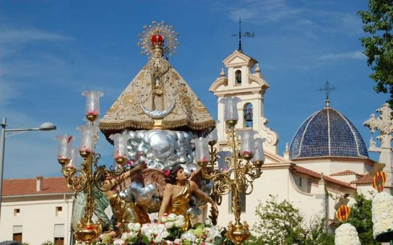 La Virgen de Lledó a las puertas de su basílica