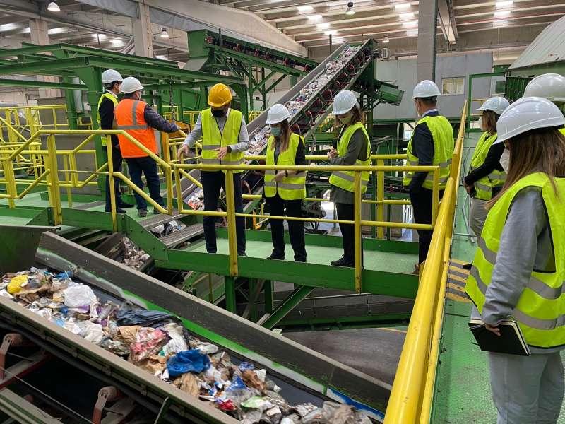 Visita a la planta de tratamiento de residuos de Caudete de las Fuentes
