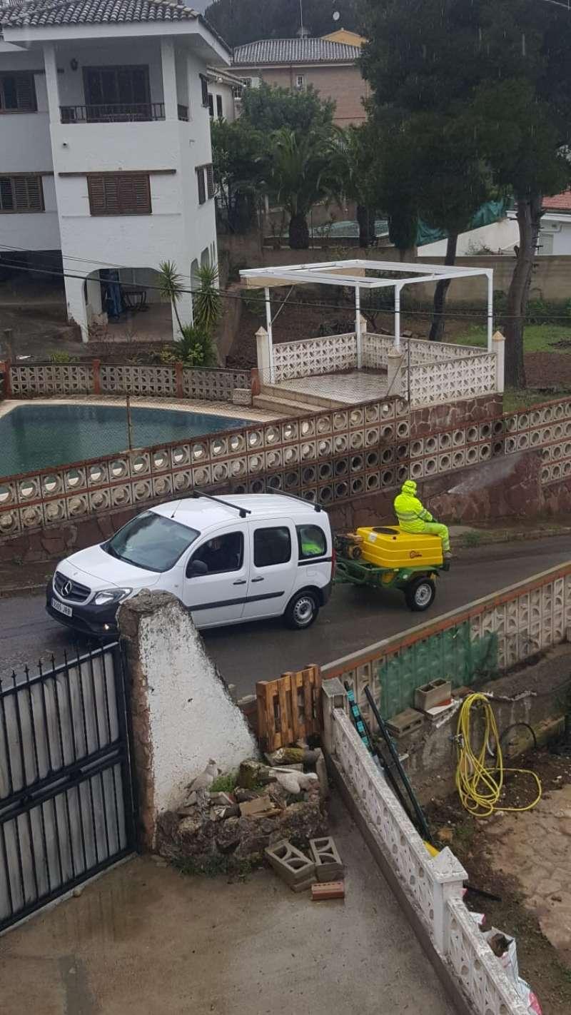 Limpieza en la urbanización La Paz. EPDA
