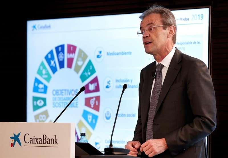 El presidente de CaixaBank, Jordi Gual, durante la rueda de prensa en la que presenta los resultados de la entidad del ejercicio de 2019. EFE/Archivo