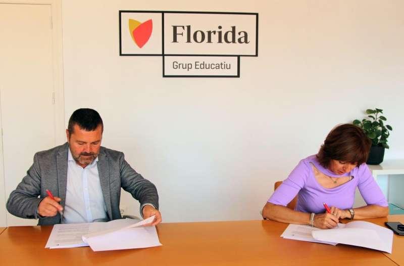 Firma del acuerdo entre Florida Universitària y Gastrouni.