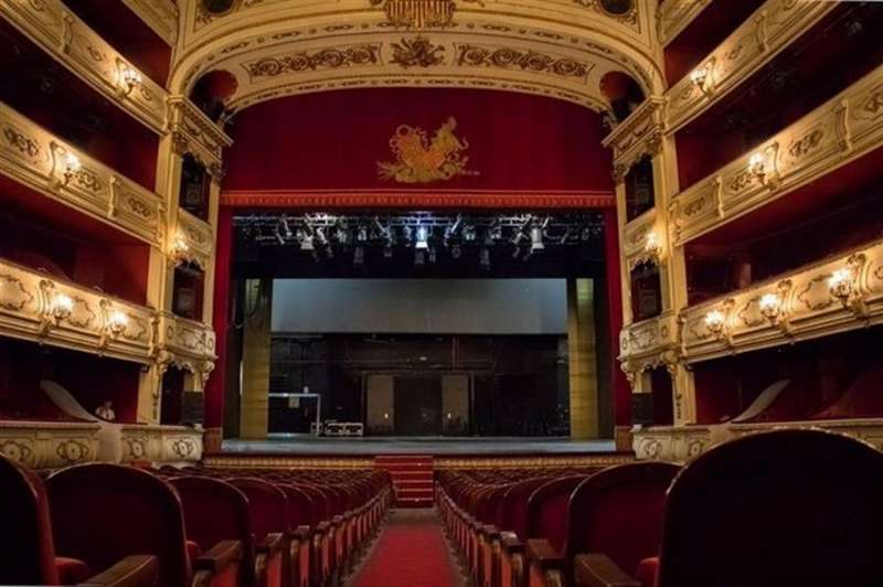 Imagen con la que la Generalitat ha anunciado la reapertura de algunos de sus teatros.