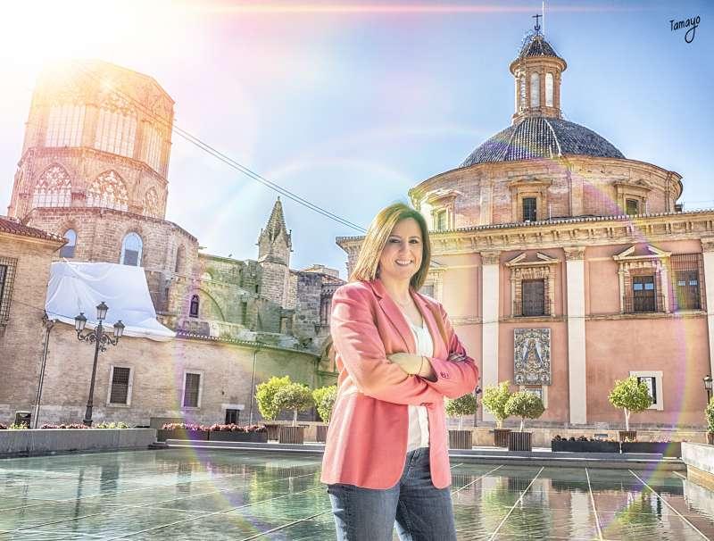 María José Catalá en la Plaza de la Virgen. TAMAYO FOTOGRAFÍA