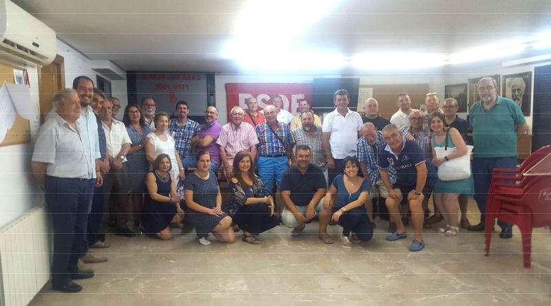 Los socialistas de Catarroja, con su portavoz y vicealcaldesa, Lorena Silvent en primera fila. EPDA