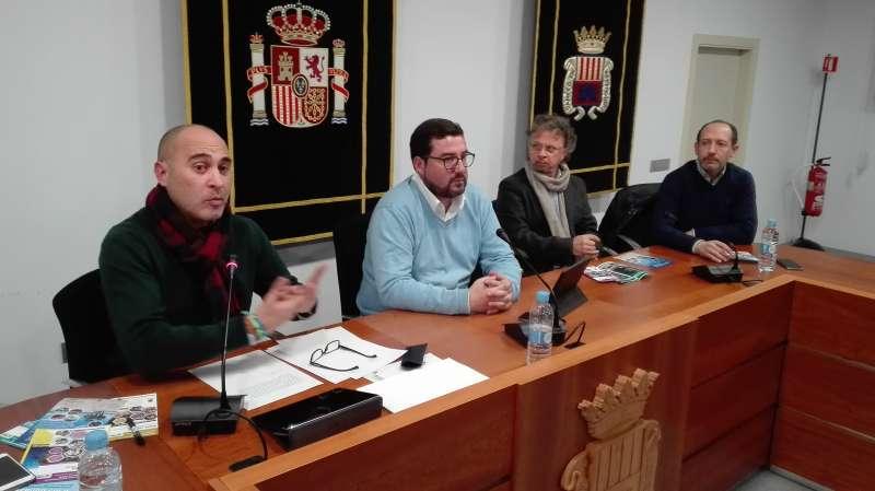 Corresa acompañado del alcalde de Canet y representantes de AEVAV