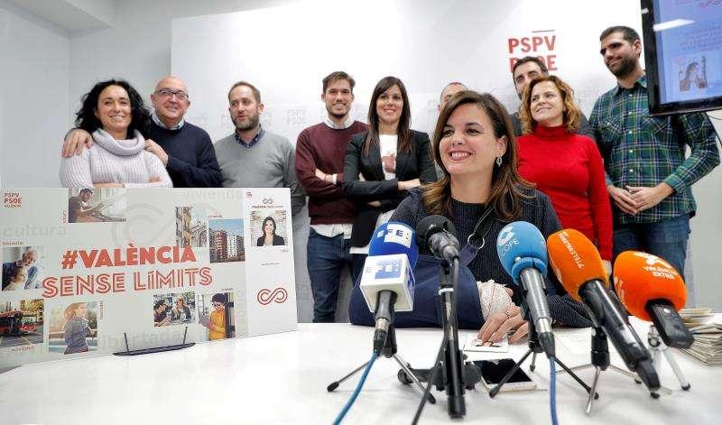 La portavoz socialista del Ayuntamiento de Val�ncia, Sandra G�mez, sentada a la mesa ante la prensa. EFE/Archivo