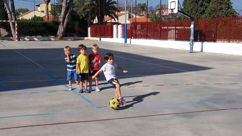 Alumnes practicant esport a L