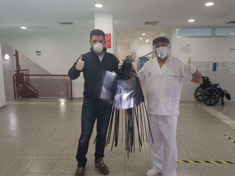 Entrega de mascarillas en el centro de salud del Puig. EPDA