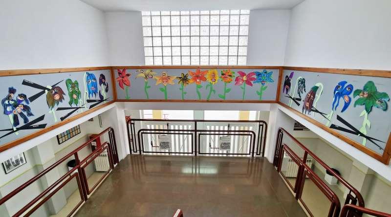 Decoración en el vestíbulo del Instituto