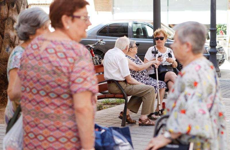Un grupo de personas mayores, antes de la pandemia. Archivo/EPDA