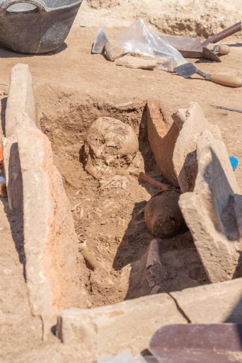 Imagen de la tumba de la época romana descubierta en Llíria. EFE/Ayuntamiento Llíria