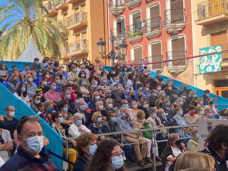 Público asistente a El Primer Corte de la Miel de Ayora./EPDA