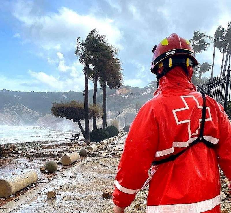 Imagen facilitada por Cruz Roja de una intervención durante la borrasca Gloria.
