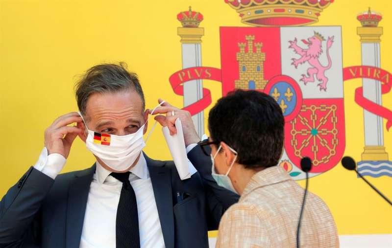 El ministro de Exteriores alemán, Heiko Maas, y su homóloga, la ministra de Asuntos Exteriores, Unión Europea y Cooperación, Arancha González Laya. EFE