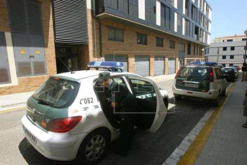 Varios coches de la Guardia Civil. EFE/Archivo