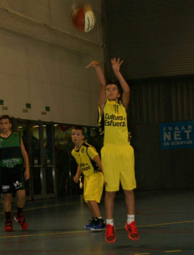 Marc Rodilla jugando al baloncesto. //EPDA