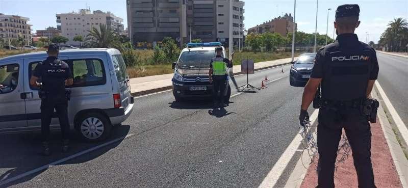 Imagen cedida por la Policía Nacional de un control policial. EFE