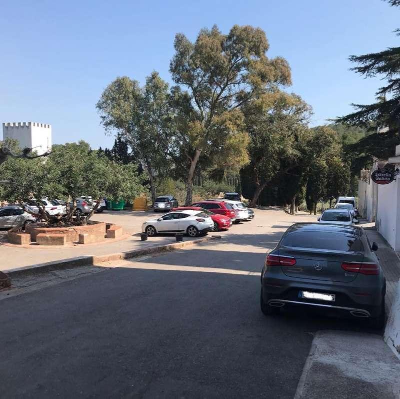 Coches estacionados en Santo Espíritu. EPDA