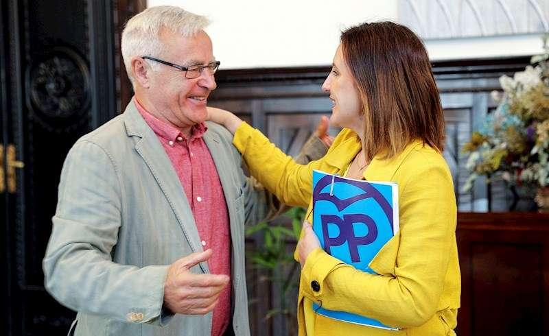El alcalde de València, Joan Ribó, con la portavoz municipal del PP, María José Catalá. EFE