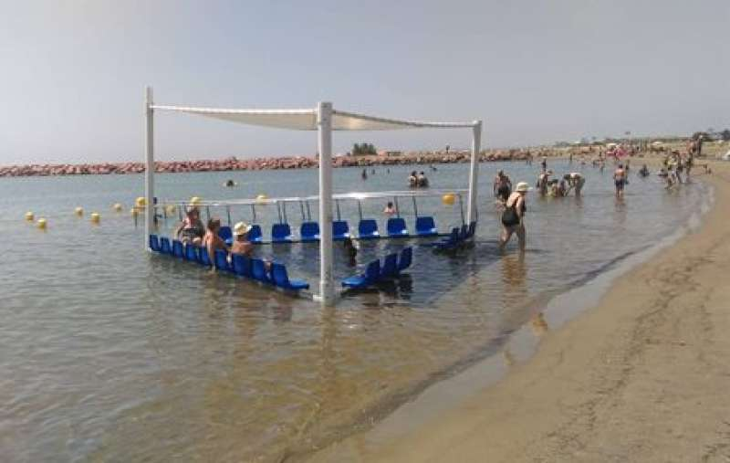 Cadira amfíbia en la platja Sud de La Pobla. EPDA