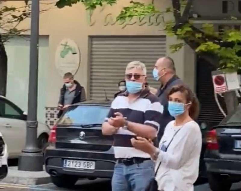 Varias personas con mascarillas en una concentración en Valencia.