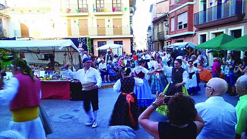 Dansà en el mercat medieval. EPDA