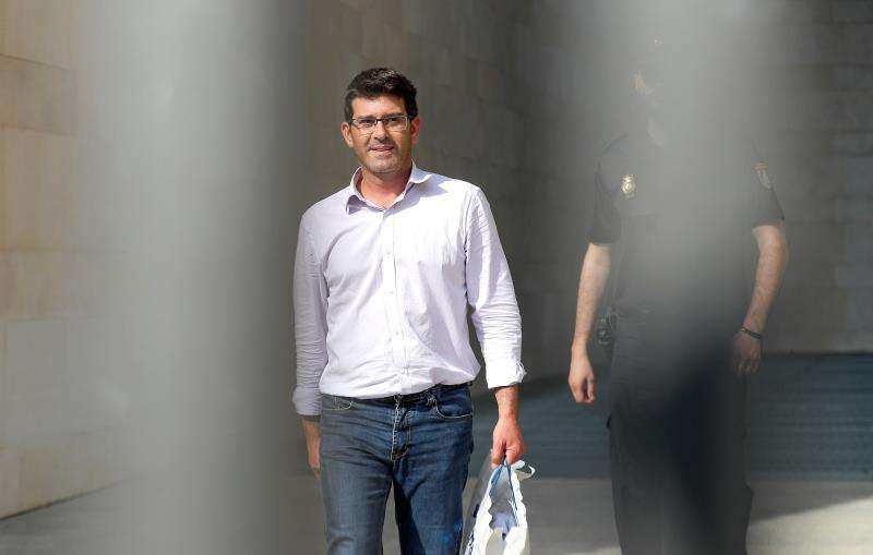 El expresidente de la Diputación de Valencia y alcalde de Ontinyent, Jorge Rodríguez, en el momento de quedar en libertad. EF/Archivo