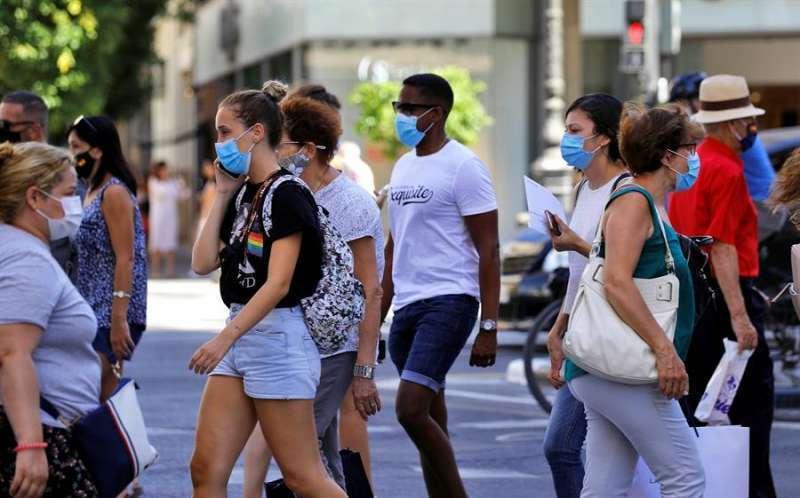 Genete cruzando un paso de peatones