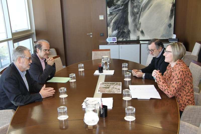 Reunión del alcalde Ramón Marí y la consellera María José Salvador