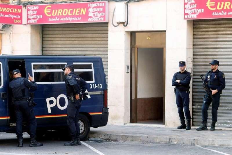 Imagen de archivo de una operación policial en la provincia de Valencia contra el islamismo yihadista. EFE/Kai Försterling