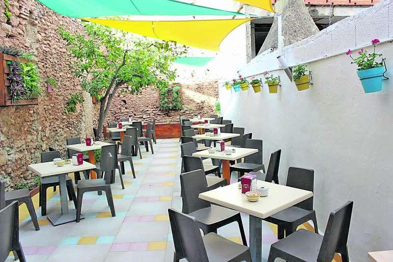 Patio del Restaurante La Llimera de Rafelbunyol. / epda