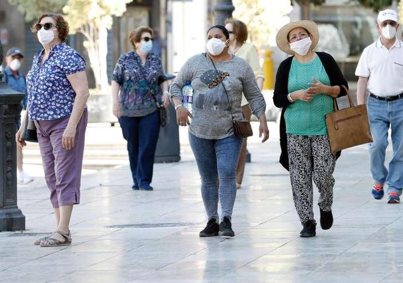 Gente con mascarillas. EFE