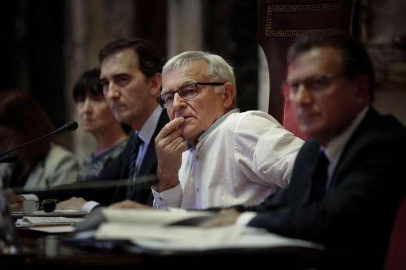El alcalde de València, Joan Ribó (c), durante un pleno del ayuntamiento. EFE