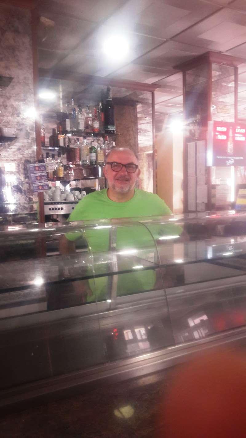 José Trapero, en su restaurante del municipio de Burjassot. / epda