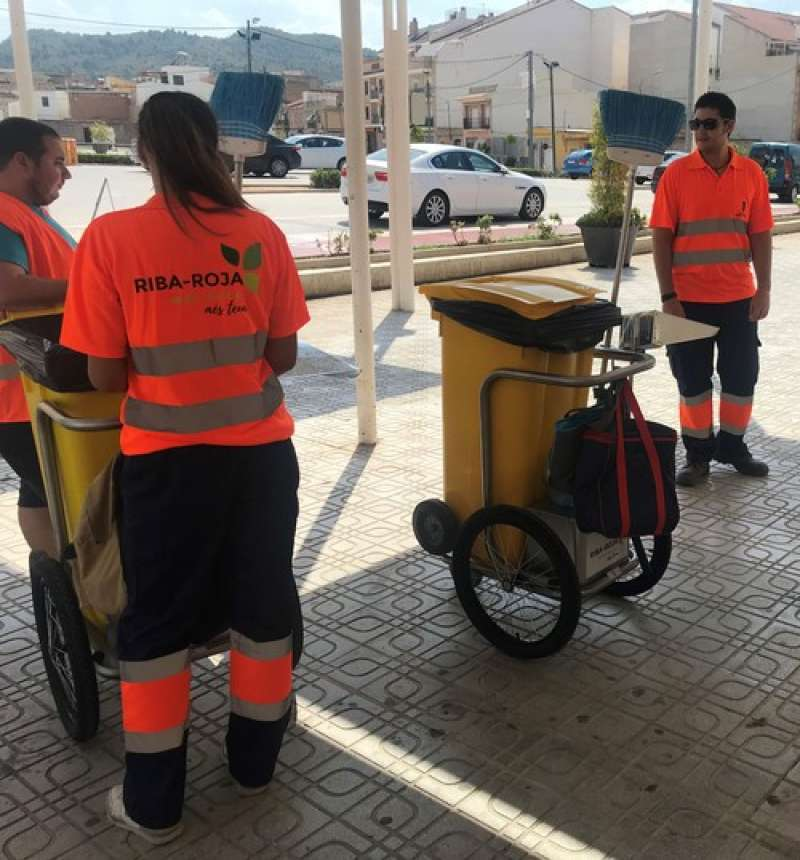 Servicio de limpieza viaria en Riba-roja.