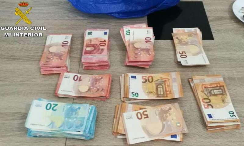 Dinero sustraído en una imagen compartida por la Guardia Civil.