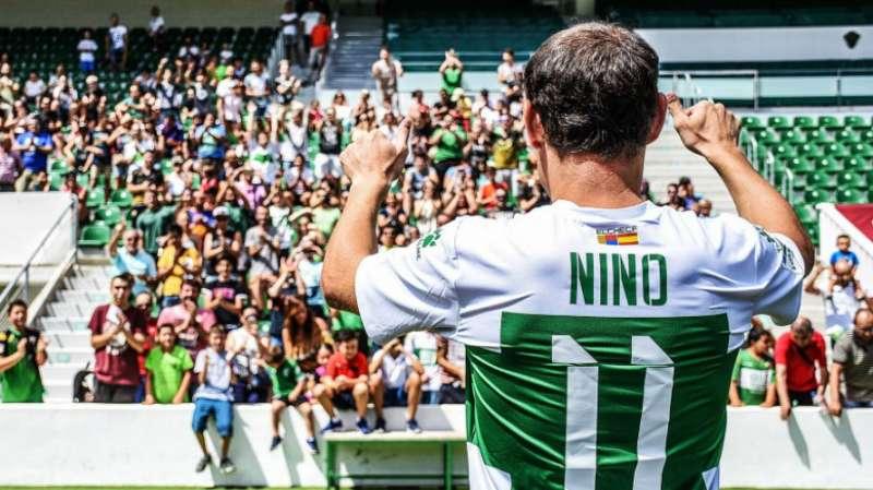 Nino de espaldas. / EPDA