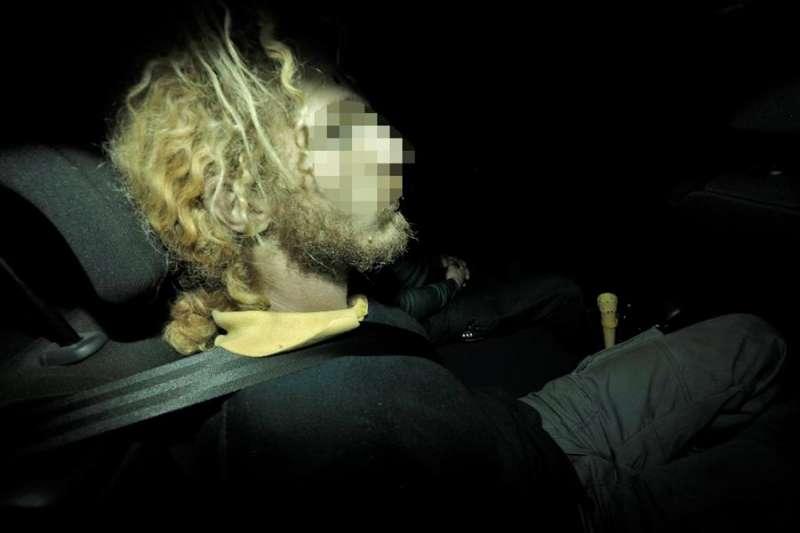El padre de los dos niños hallados muertos en Godella sale de los juzgados de Paterna tras prestar declaración. EFE