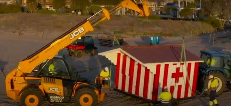 Tareas de mantenimiento en la playa de Canet. //Ayuntamiento de Canet.