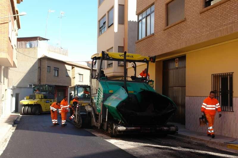 Una de las calles que se están asfaltando. / EPDA