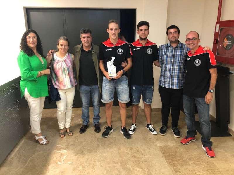 Representantes del club recogieron los trofeos