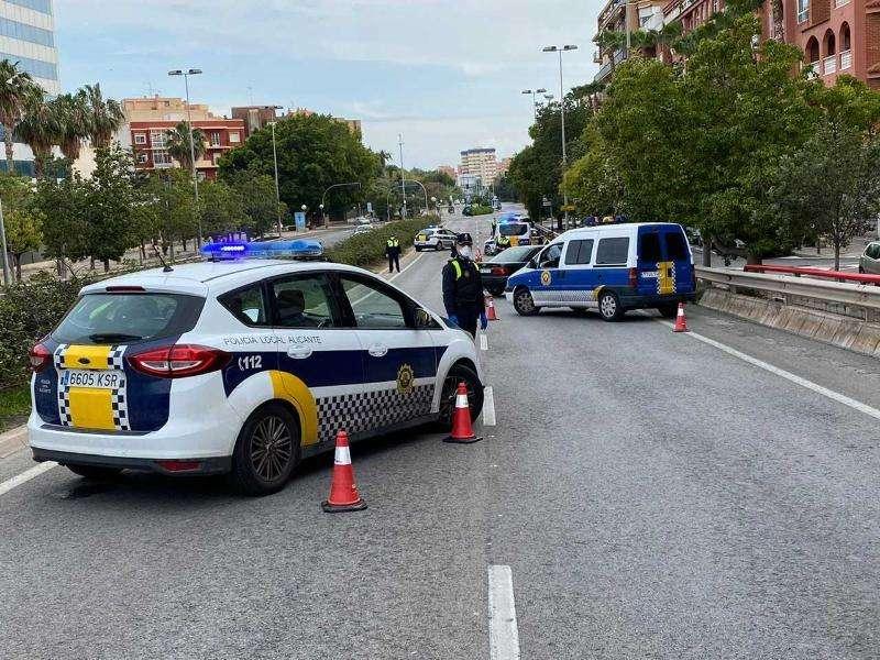 Controles de la Policía Local de Alicante por el cumplimiento de las medidas del estado de alarma